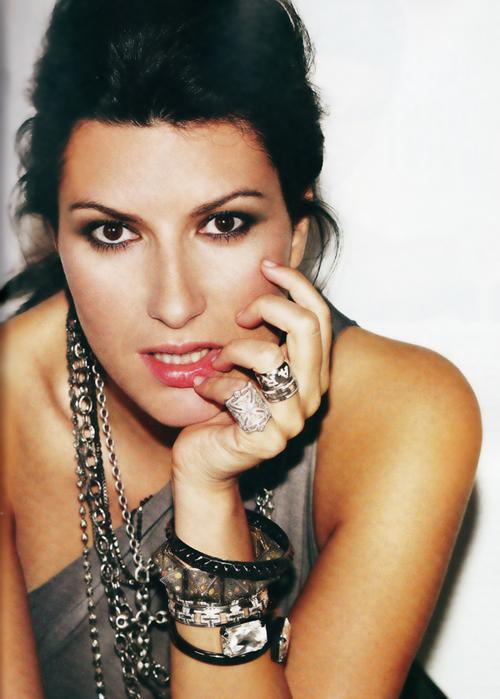 (l) Mes PassiOns et Centres d Intêret ==> Laura Pausini (l)