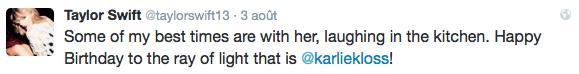03/08/15 - Photoshoot . Candids . News . Twitter . Magazine . Soirée . Vidéo . Interview . Concert . Tumblr . Instagram . Taylor a posté deux nouvelles vidéos des behind the scenes de Bad Blood sur plusieurs personnages. Elle a aussi posté une photo de Calvin Harris et Karlie Kloss dans sa cuisine pour l'anniversaire de cette dernière.