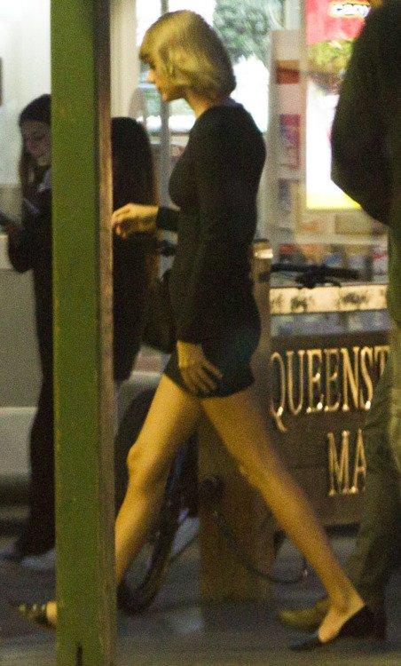 29/11/15 - Photoshoot . Candids . News . Twitter . Magazine . Soirée . Vidéo . Interview . Concert . Tumblr . Instagram . Taylor a embarqué dans son jet privé à Sydney, Australie.