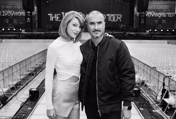 13/12/15 - Photoshoot . Candids . News . Twitter . Magazine . Soirée . Vidéo . Interview . Concert . Tumblr . Instagram . Taylor a posté une photo d'elle petite pour son 26ème anniversaire. Elle a également posté une vidéo annonçant la mise en ligne sur Apple Music du 1989 World Tour LIVE pour le 20 décembre prochain.