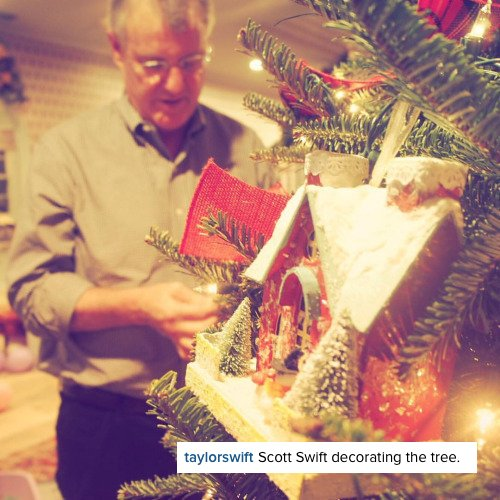 22/12/15 - Photoshoot . Candids . News . Twitter . Magazine . Soirée . Vidéo . Interview . Concert . Tumblr . Instagram . Taylor annonce son prochain clip Out Of The Woods pour le 31 décembre dans l'émission de fin d'année de Ryan Seacrest.
