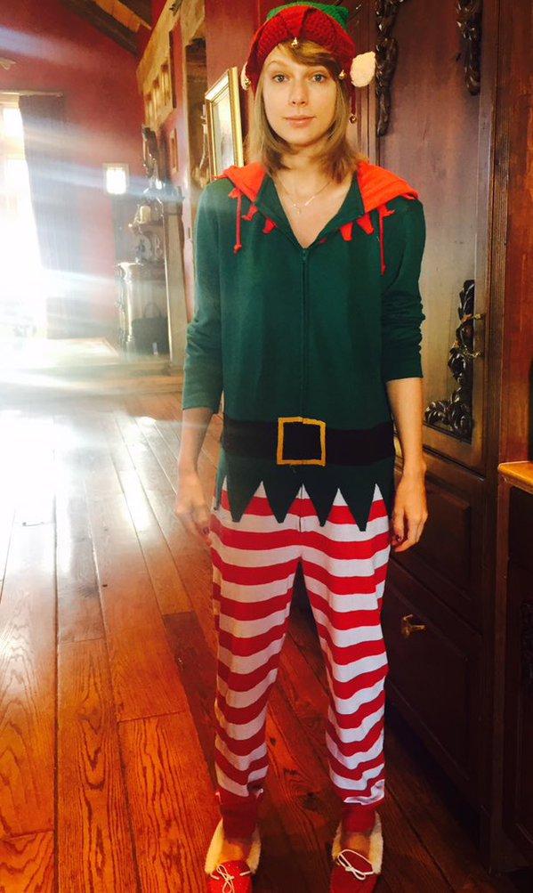 24/12/15 - Photoshoot . Candids . News . Twitter . Magazine . Soirée . Vidéo . Interview . Concert . Tumblr . Instagram . Taylor a posté une photo d'elle sur Twitter.
