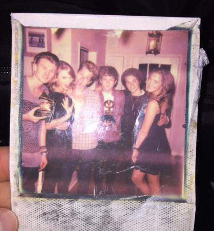 09/02/16 - Photoshoot . Candids . News . Twitter . Magazine . Soirée . Vidéo . Interview . Concert . Tumblr . Instagram . Taylor a posté la vidéo du making of du clip d'Out Of The Woods.