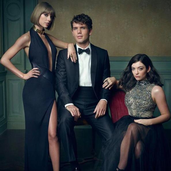 29/02/16 - Photoshoot . Candids . News . Twitter . Magazine . Soirée. Vidéo . Interview . Concert . Tumblr . Instagram . Taylor a posté une photo d'elle, Austin, son frère et Lorde prise lors de la soirée des Oscars.