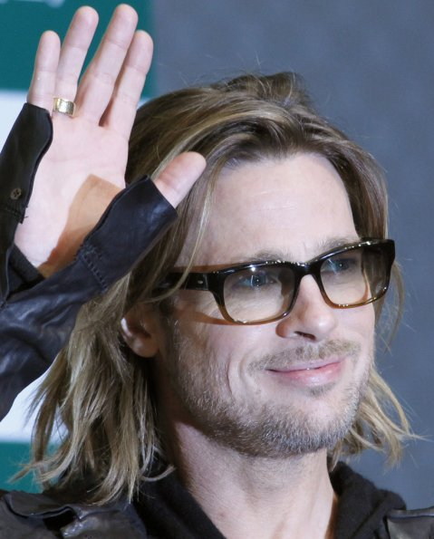 Zapping ciné : Johnny Depp embrasse un présentateur , Brad et le vin et aussi son yodel sous titre francais ! ;))