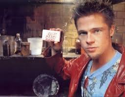 Charlie Hunnam : Brad Pitt lui fait de la concurrence !