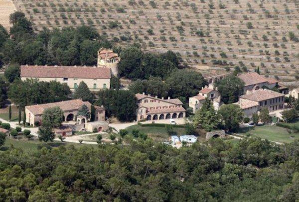 Brad Pitt et Angelina Jolie: Découvrez leur château de Miraval où aura lieu le mariage