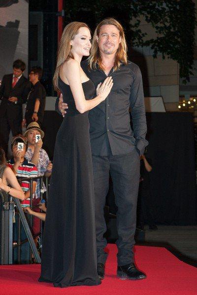 """Angelina Jolie et Brad Pitt : duo glamour et plein d'élégance pour la première de """"World War Z"""" à Tokyo !"""