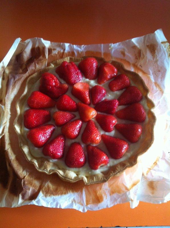 Jolie tarte aux fraises réalisée soigneusement par mes petites mains ! Lol ;)