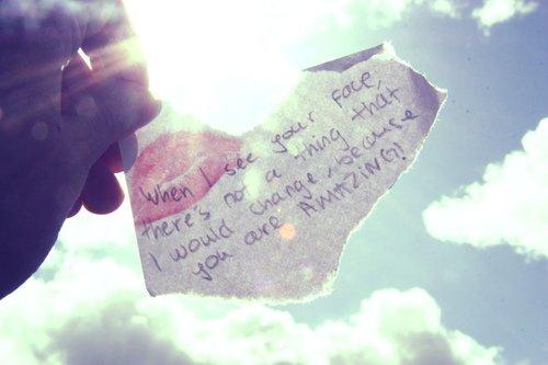 Aimer ce n'est pas renoncer à sa liberté, c'est lui donner un sens.  [Marc Levy]