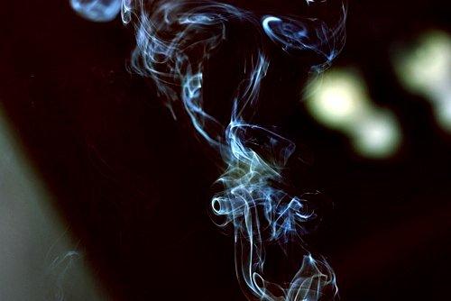 """""""J'aimerais être une cigarette pour naître au creux de tes mains, vivre sur tes lèvres et mourir à tes pieds."""""""