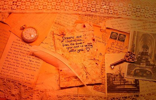 « Pense à toutes les merveilles  qui t'entourent et sois heureux. » Anne Frank