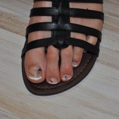 Pose gel uv sur pieds