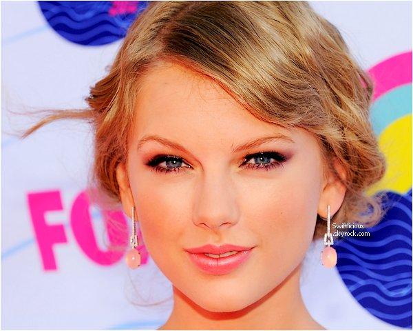 ♦ T.C.A 2012 : Taylor été au Teen Choice Awards 2012 ! Elle portait une robe Maria Lucia Hohan.Elle à remportée tous les Awards des catégories dans laquelles,elle était nominée ! Qu'est ce qu'on dit à notre Taylor préférée ? Bravo,bien sure.♥