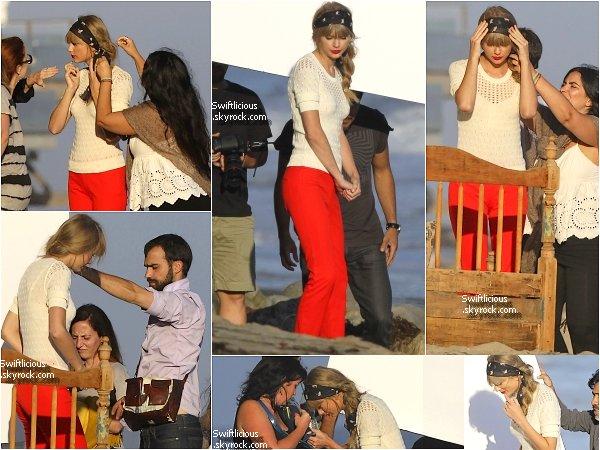 ♦ 26 Juillet 2012 : Taylor aperçue à New York quittant un Photoshoot ! La veille Tay' était à Malibu toujours pour un photoshoot ! Qu'en pensez-vous ?