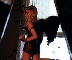 >Nous sommes des anges déchus qui nous acharnons à remonter vers notre céleste origine.