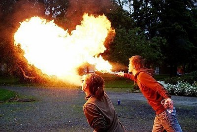 Enfer chrétien, du feu. Enfer païen, du feu. Enfer mahométan, du feu. Enfer hindou, des flammes. A en croire les religions, Dieu est né rôtisseur.