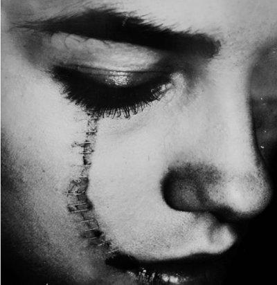 > Ce qui est effrayant dans la mort de l'être cher, ce n'est pas sa mort, c'est comment on en est consolé.