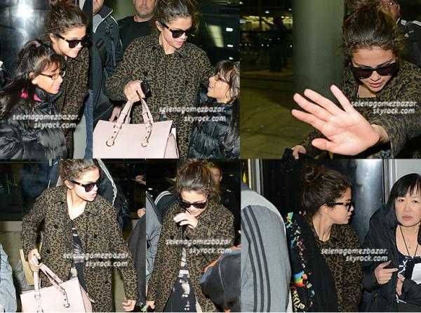 *9 décembre 2013 : Arrivée de Selena à l'aéroport de Chicago.