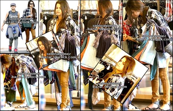 *3 janvier 2014 : Selena à été aperçue au centre commercial à Studio City.