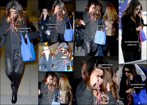 *10/03/14. Selena a été vue à l'airport de JFK à New York. Top ou Flop ?