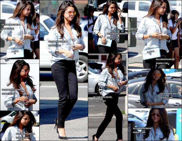 """*14/03/14. Selena à été aperçue quittant le restaurant """"Kabuki"""" en Californie. Top ou Flop ?"""