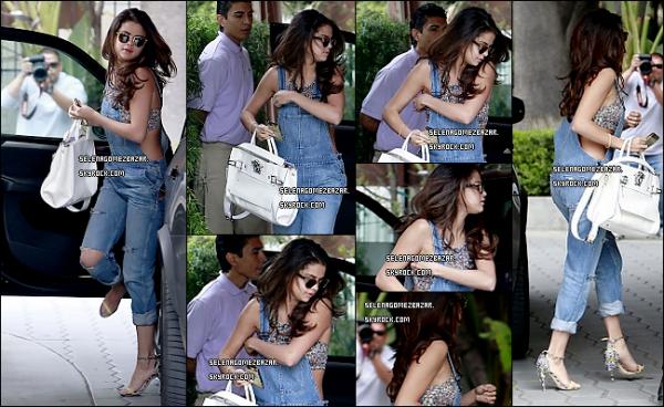 22/03/14. Selena à été vue arrivant à l'hôtel Sunset Tower et plus tard dans la journée elle a été aperçue quittant l'hôtel dans une autre tenue à West Hollywood à Los Angeles. + Nouvelle photo poster par Selena. Top ou Flop ?
