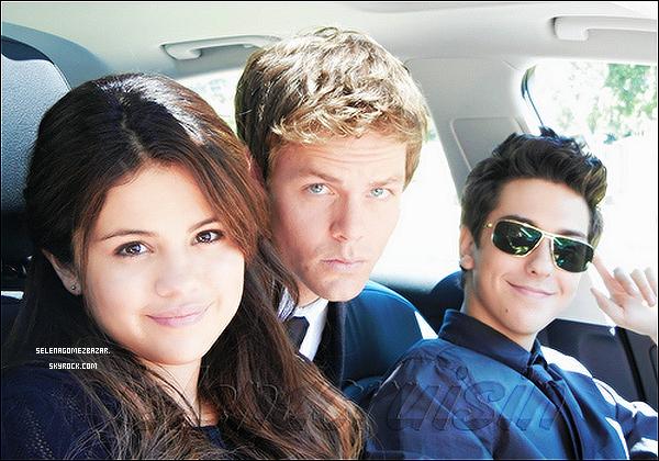 *23/04/14. Selena été en plein déménagement, elle emballait ses affaires pour se dirigé à vivre à Calabasas.