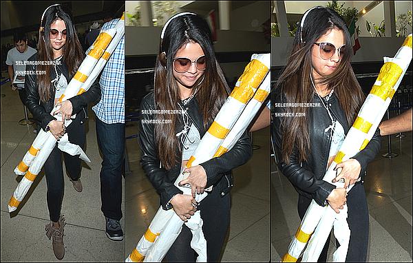 *13/05/14. Selena a été vue, areiller à la main, quittant son hôtel Manhattan. Top ou Flop ?
