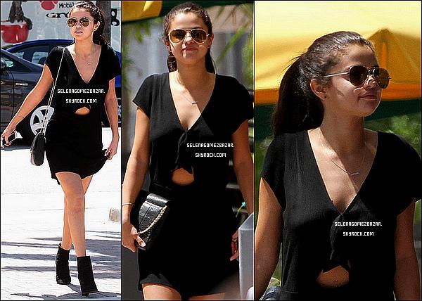 12/06/14. Selena fesant une balade à Miami, en Floride. Top ou Flop ?