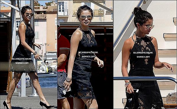 23/07/14.Selena a été vue sur un Yacht avec des amies à Saint-Tropez. Top ou Flop ?