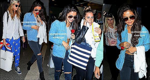 *24/07/14. Selena à été vue arrivant avec Cara Delevingne à l'Airport de , à Los Angeles. Top ou Flop ?