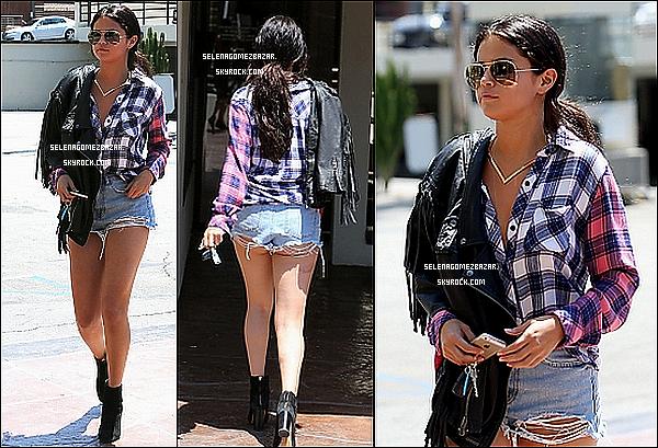 *31/07/14. Selena a été vue arrivant/quittant à une réunion à Woodland Hills en Californie. Top ou Flop ?