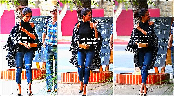 21/08/14. Selena a été aperçue à West Hollywood, mais elle a été aussi vue allant dîner avec ses amies, en Californie. Top ou Flop ?