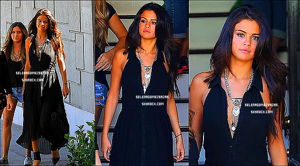 *22/08/14. Selly a été vue quittant un salon de coiffure 901 à West Hollywood, puis quittant la maison d'un ami à Los Angeles. Top ou Flop ?
