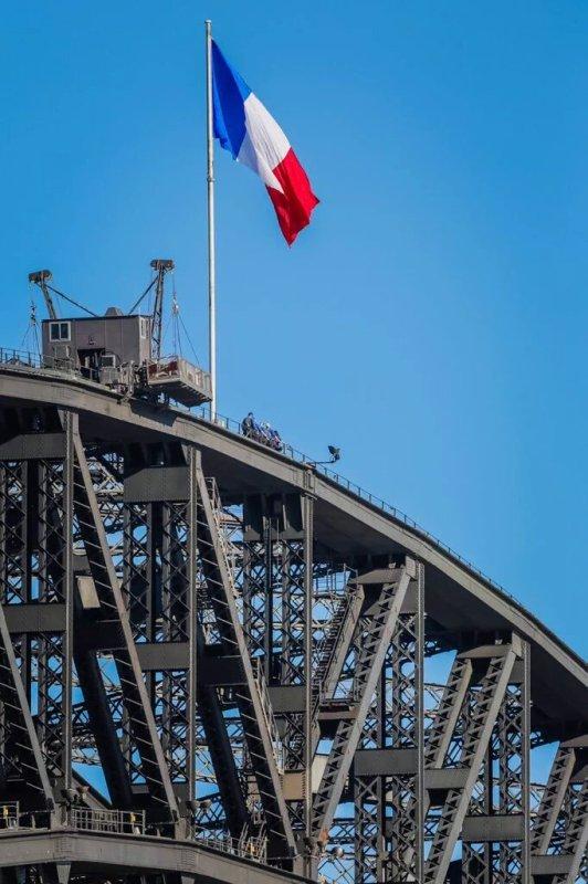 #QUAND SYDNEY SE MET AUX COULEURS DE LA FRANCE