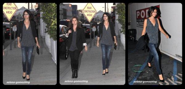 Selena sortant d'un restaurant mexicain avec sa mère, hier soir !!!!!