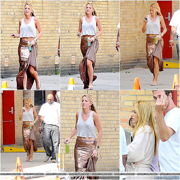 .  .  12/08/11 - Blake arrivant sur le tournage de Gossip Girl avec son frère, Eric Lively.
