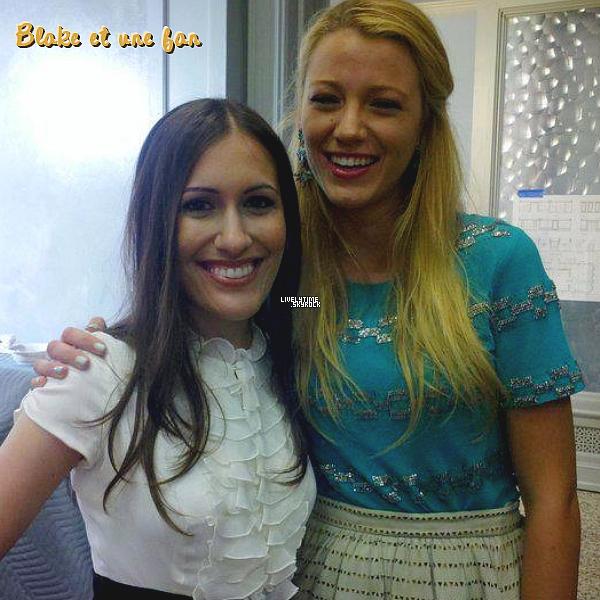 .  .  26/08/11 - Matt Settle (Rufus) a posté une photo de Blake fêtant son anniversaire, le lendemain, avec l'équipe de Gossip Girl  .  .