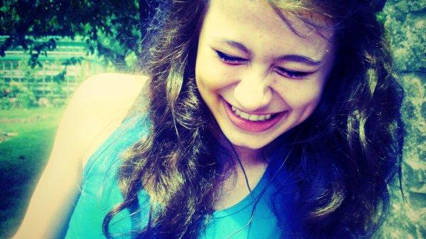 """• Ils y en a, ils disent des choses qu'il ne pense pas, mais moi quand je te dit, """"Je t'aime"""", crois moi ♥."""