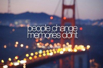 Nos souvenirs sont un moyen de faire revivre notre passé. Certains sont tellement douloureux qu'on ne veut plus les revisiter. Mais un souvenir est parfois un cadeau, une image qu'on peut voir et revoir pour éprouver une sensation de bonheur.