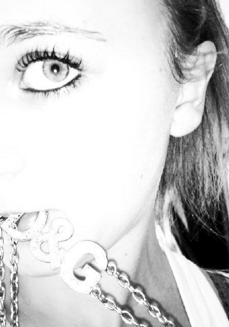 ♥...je leve le pouce pour les vray, et le majeur pour les faut... ♥