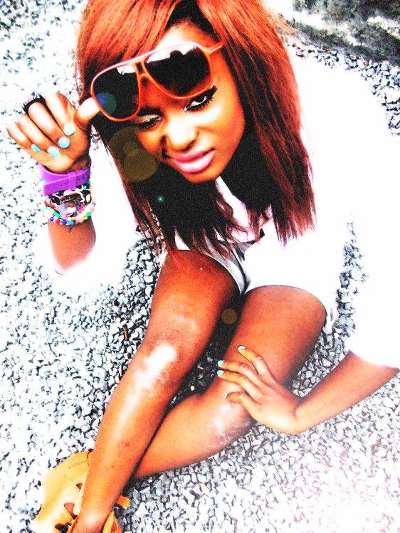 FACEBOOK:  Raissa Swaagbarbie.   AJOUTE-MOI♥♥♥♥♥♥