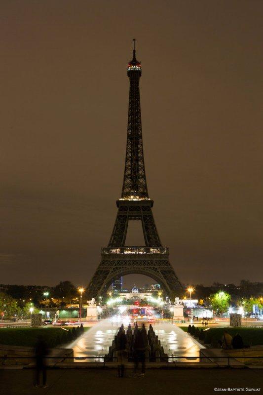 Gina Carano retweet pour Mogadiscio / Tour Eiffel