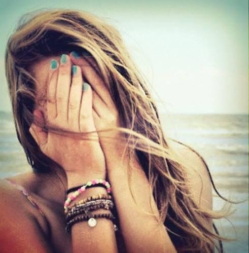 On n'oublie jamais une personne, on s'habitue seulement à son absence...
