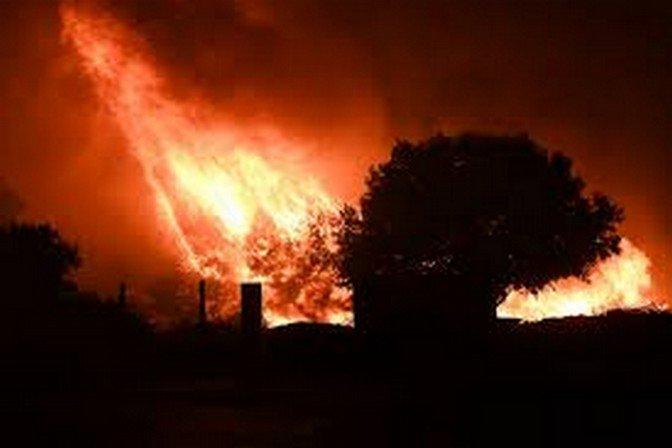 ..hommage à tous les  Pompiers qui font tout pour nous protéger merci Messieurs  Respect...
