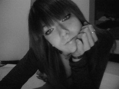 Tu m'insultes avec ton regard et moi j'te baise avec mon sourire.