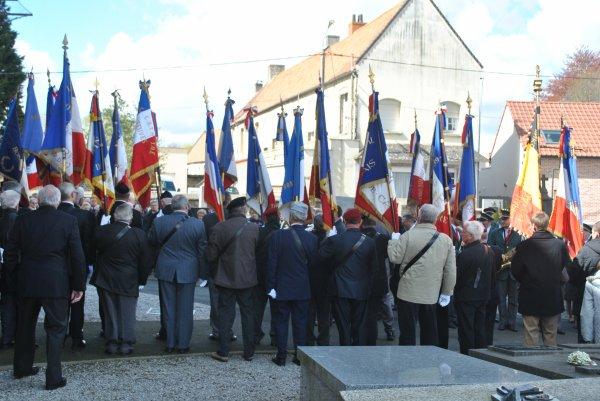 commémoration au monument aux mort pour et avec  les  anciens combattants