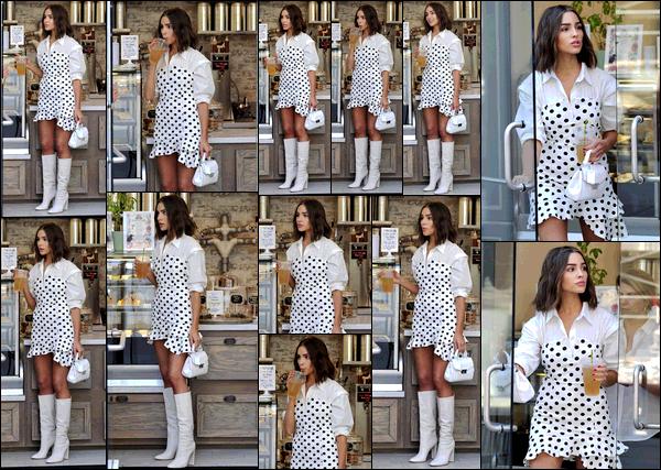 . 31/08/2017: Olivia Culpo  a été aperçue alors qu'elle s'achetait une boisson durant la canicule à Los Angeles.  Tenue très typique du style d'Olivia sur ce candid. J'aime bien sur elle très sincèrement, elle porte la robe vraiment bien. Elle est superbe, j'adore ! .