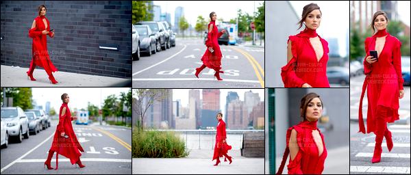 . 27/07/2017: Olivia Culpo  a été vue, toute de rouge vêtue, se baladant sur Long Island, à New-York City.  On croirait voir un photoshoot! Olivia était totalement sublime sur ce candid et très radieuse. Je suis totalement fan de cette sortie! Gros top! .